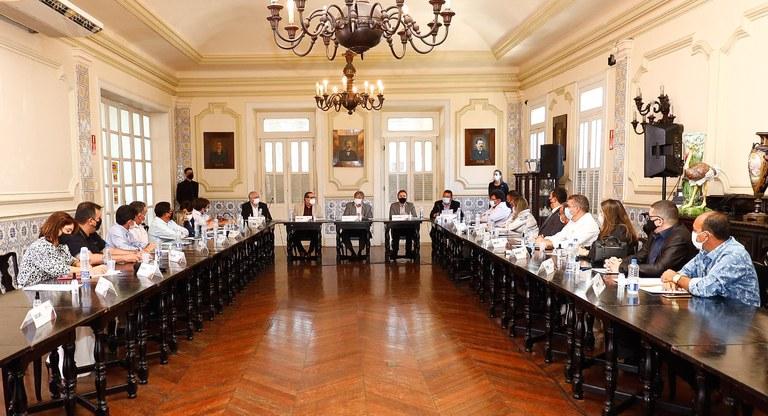 Prefeitos do Vale do Piancó se reunem com Governador para discutir investimentos para a região